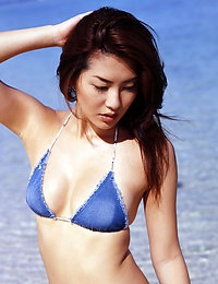 Haruna Yabuki Drop dead pretty gravure idol sweetheart at the beach in her bikini