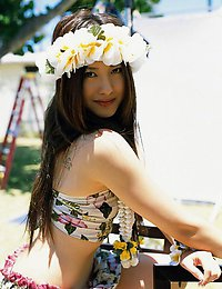 Haruna Yabuki Haruna Yabuki pictures of her posing in various bikinis